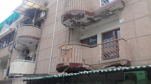 The condition of balconies in the society tells the story of DDA's apathy